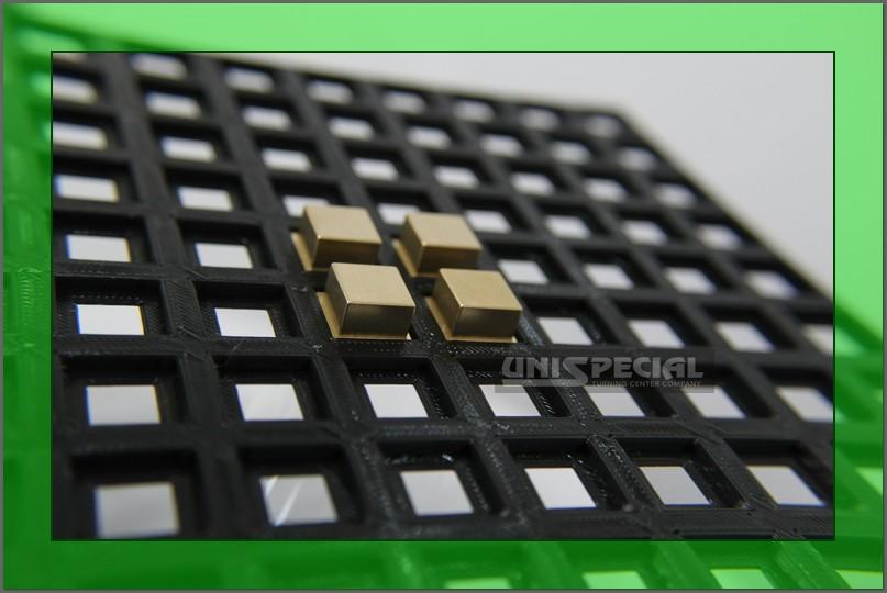 particolari cnc di precisione torniti a disegno da ottone con imballo speciale stampato in 3d su misura
